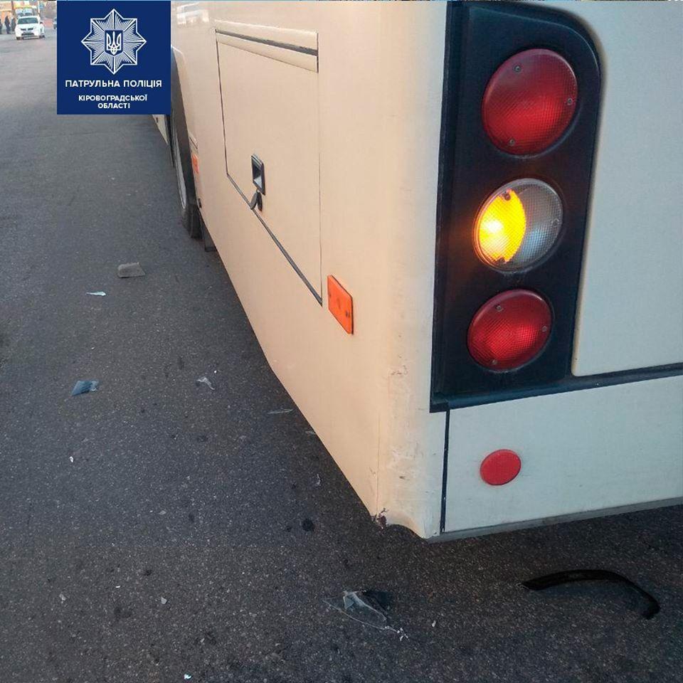 Без Купюр 18-річний водій легковика зіткнувся з автобусом та зник з місця ДТП. ФОТО За кермом  Патрульна поліція ДТП 2020 рік