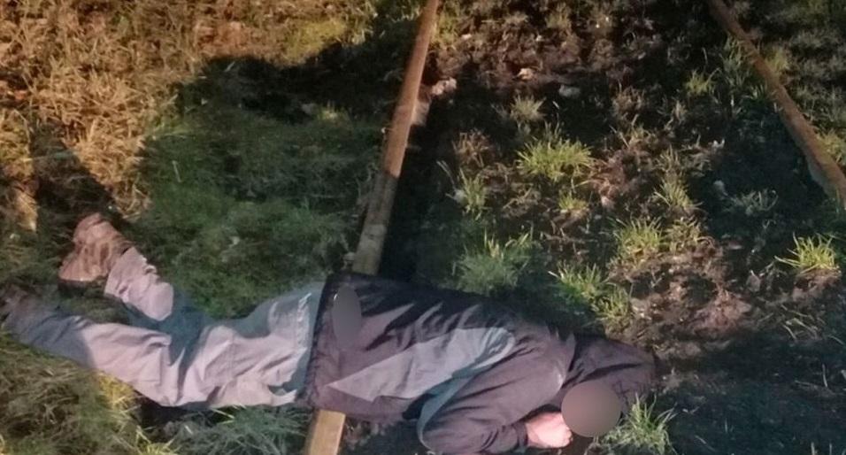 Без Купюр У Кропивницькому п'яний чоловік заснув на залізничних рейках. ФОТО Життя  Патрульна поліція 2020 рік