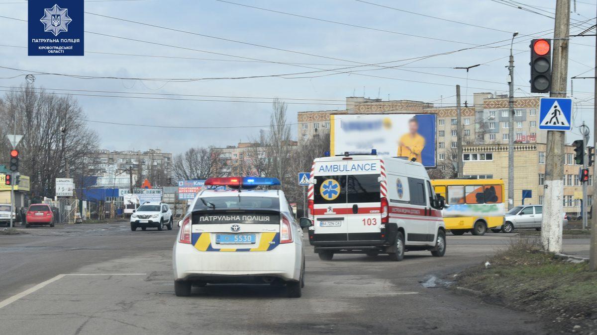 Без Купюр В Україні розпочалися відпрацювання щодо реагування водіями на спецсигнали За кермом  спецсигнали Патрульна поліція Акція 2020 рік