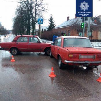 У Кропивницькому зіштовхнулись два ВАЗи. ФОТО