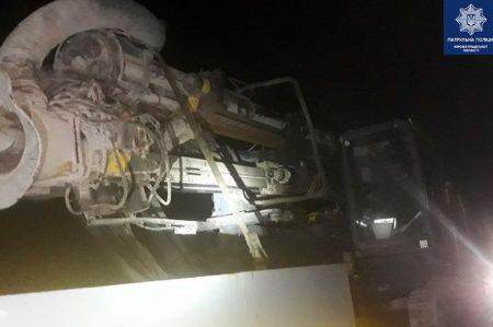 Кіровоградщина: водій перевозив бурову установку з підробленими документами
