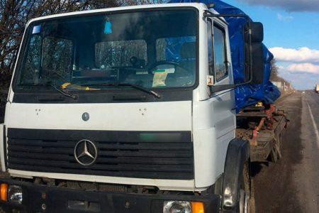 Патрульні затримали вантажівку, що перевозила обладнання за підробними документами. ФОТО