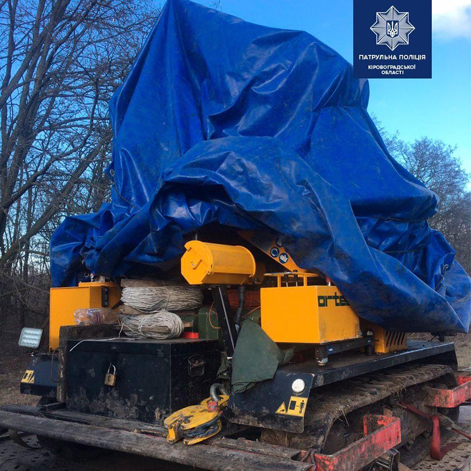 Без Купюр Патрульні затримали вантажівку, що перевозила обладнання за підробними документами. ФОТО Кримінал  підробка документів дорога М-12 2020 рік