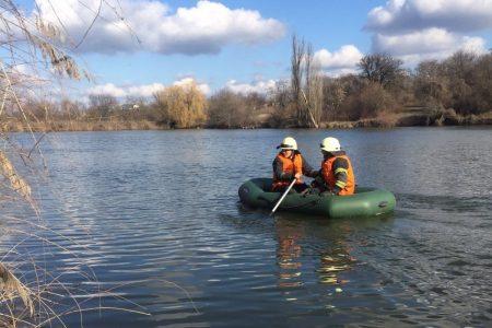 На Кіровоградщині з водойми дістали тіло жінки
