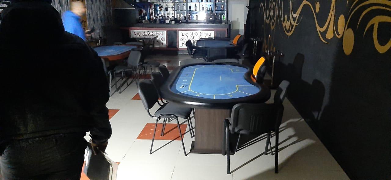 Без Купюр У Кропивницькому викрили покерний клуб для «обраних» клієнтів Кримінал  Кіровоградська обласна прокуратура гральний бізнес 2020 рік