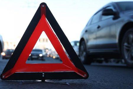 На Кіровоградщині зіткнувся автомобіль з електроопорою, є травмовані