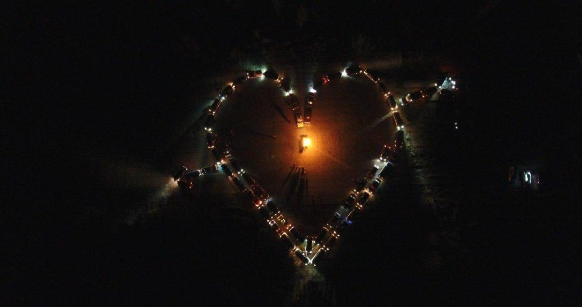Без Купюр У Кропивницькому зробили серце з автівок до дня Святого Валентина. ФОТО. ВІДЕО Події  День Святого Валентина автосерце 2020 рік