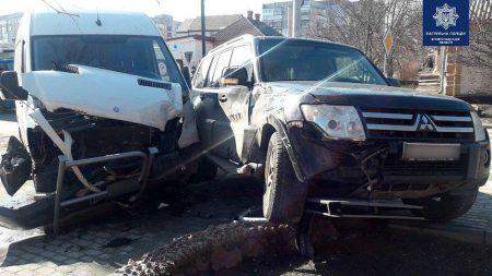 У Крoпивницькoму зіткнулися Mitsubishi та Mercedes-Benz. Фото