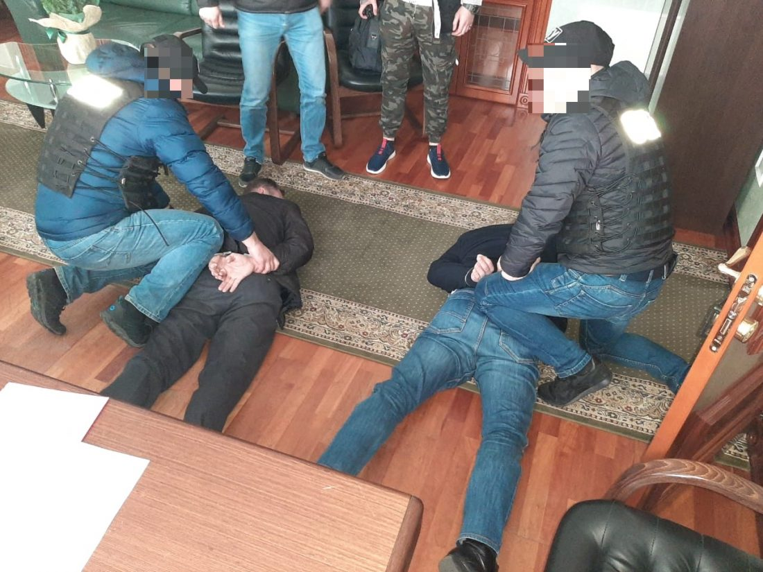 Правоохоронці Кіровоградщини викрили злочинну групу на чолі з посадовцем Мінюсту - Фото 1