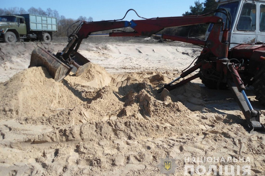 Без Купюр На Кіровоградщині затримали чоловіків, які незаконно видобували пісок Кримінал  Олександрівка Національна поліція 2020 рік