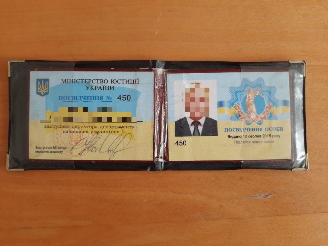 Правоохоронці Кіровоградщини викрили злочинну групу на чолі з посадовцем Мінюсту - Фото 2