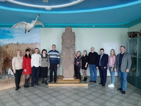 Кропивницький: в археологічному музеї встановили кам'яну стелу скіфського часу