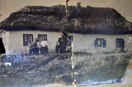 """Вимерлі села Кіровоградщини й унікальні артефакти представлено в кліпі """"Баби Єльки"""""""