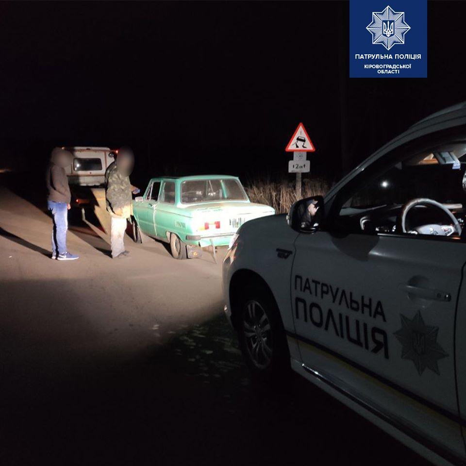 Без Купюр У Соколівському патрульні затримали п'яного водія на краденій автівці Кримінал  Соколівське Патрульна поліція викрадення авто 2020 рік