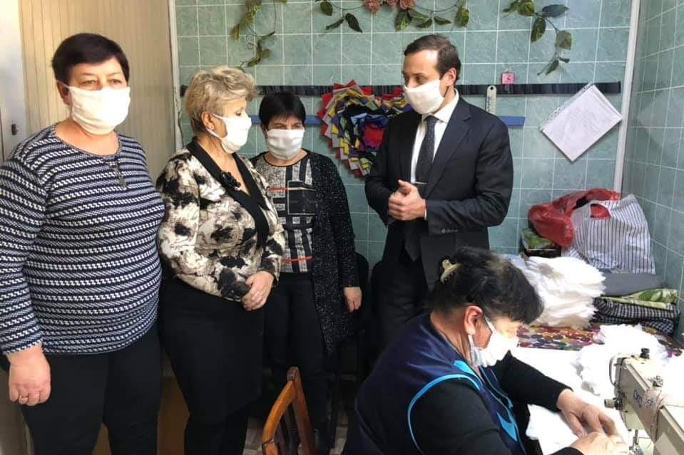 Без Купюр В Устинівці шиють та безкоштовно роздаватимуть захисні маски Здоров'я  Устинівка Коронавірус в Україні карантин 2020 рік
