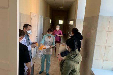 """У рамках ініціативи для медиків Кропивницького замовили """"жовті пов'язки"""""""