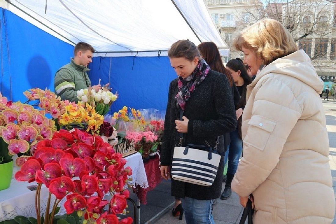 Без Купюр У Кропивницькому на честь свята знову торгували продуктами біля дороги Події  ярмарок 2020 рік