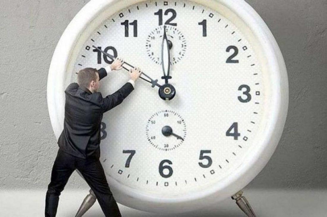 """Без Купюр Українці переходять на """"літній"""" час Україна сьогодні  переведення годинників літній час 2020 рік"""