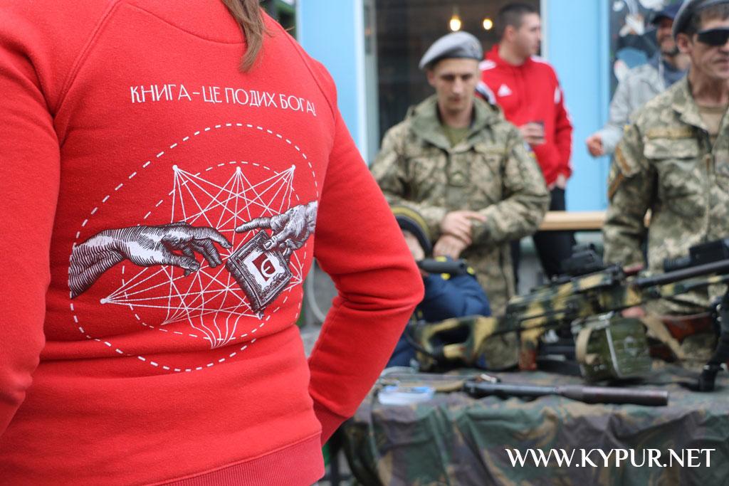Книга, як зброя: у Кропивницькому стартував проєкт з продажу книг про війну. ФОТО 4