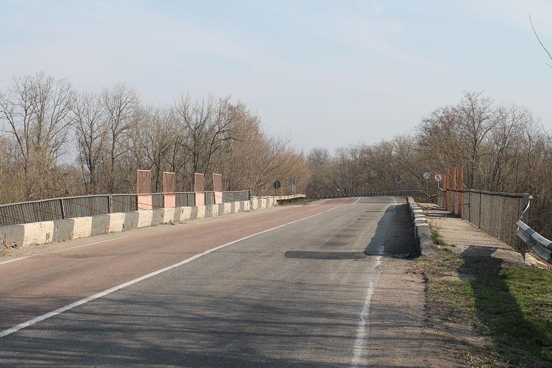 Без Купюр Відсьогодні на шляхопроводі біля Канатового почали ремонт і перекрили рух За кермом  служба автомобільних доріг ремонт доріг канатове 2020 рік