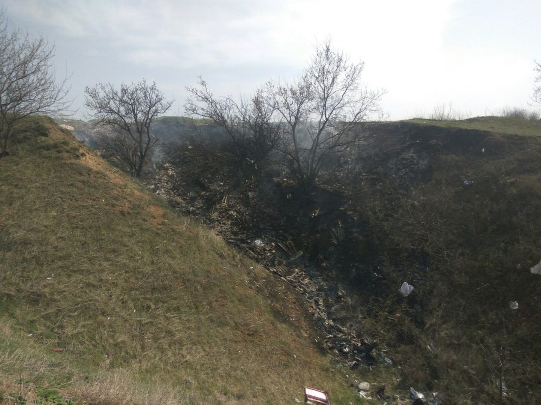 """Без Купюр """"Екостайл"""": ймовірна причина пожежі на сміттєзвалищі в Кропивницькому - спалювання трави. ВІДЕО Вiдео  сміттєзвалище рятувальники пожежа Неля Желамська Екостайл ДСНС 2020 рік"""