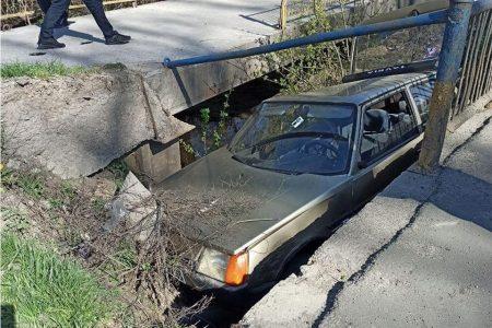 У Кропивницькому автівка злетіла з мосту. ФОТО