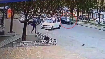 Жінку, яка потрапила під автівку в Світловодську, прооперували. ВІДЕО