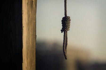 На Кіровоградщині повісилася 16-річна дівчина