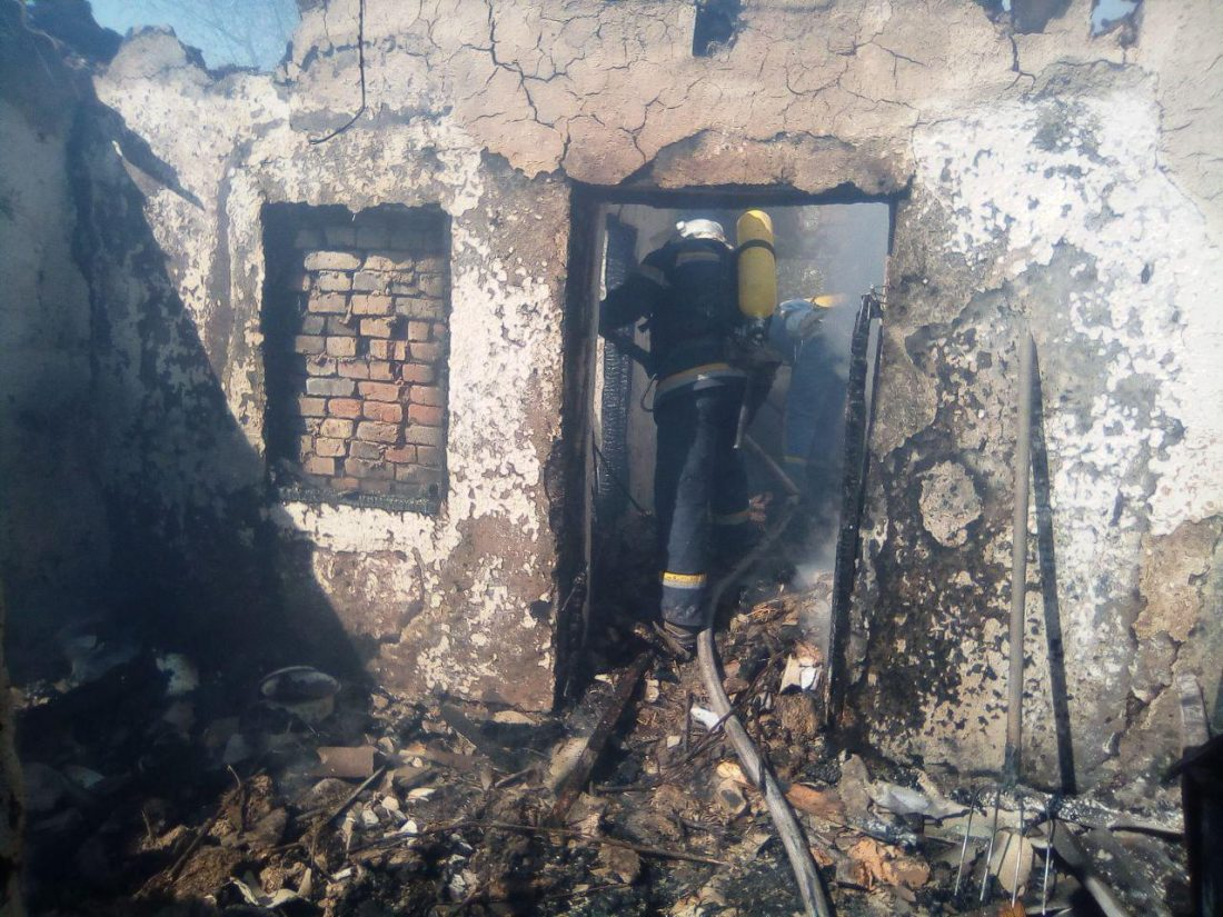 Без Купюр На Кіровоградщині під час пожежі загинуло троє дітей Події  рятувальники пожежа ДСНС діти 2020 рік