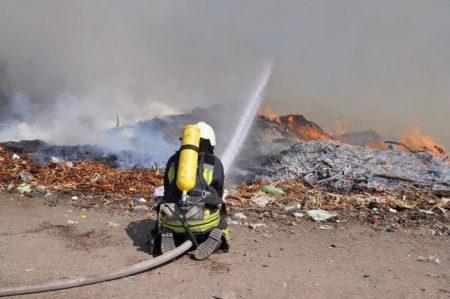 Вчора ввечері рятувальники повністю ліквідували пожежу на сміттєзвалищі в Кропивницькому
