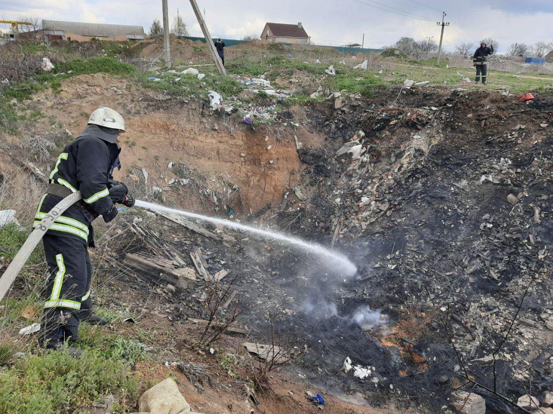 Без Купюр У Кропивницькому знову горіло сміття. ФОТО Події  сміття рятувальники пожежа 2020 рік