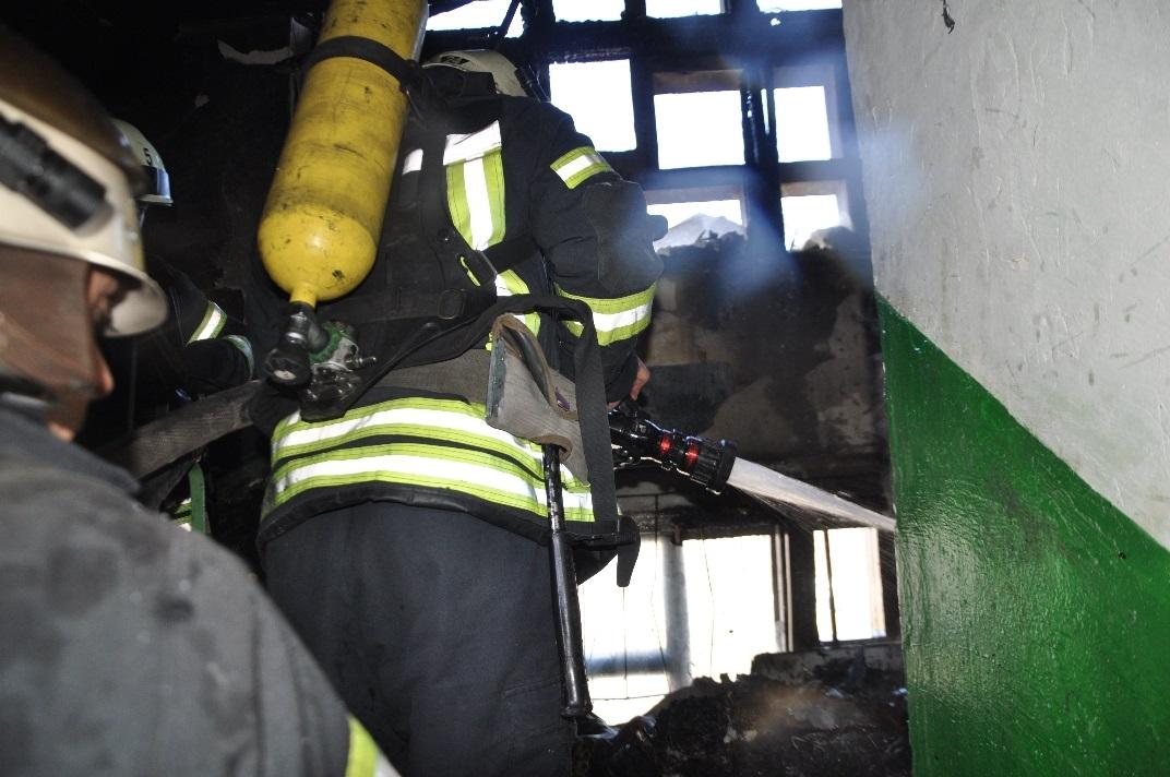 Без Купюр У Кропивницькому сталась пожежа у багатоповерхівці. ФОТО Події  рятувальники пожежа 2020 рік