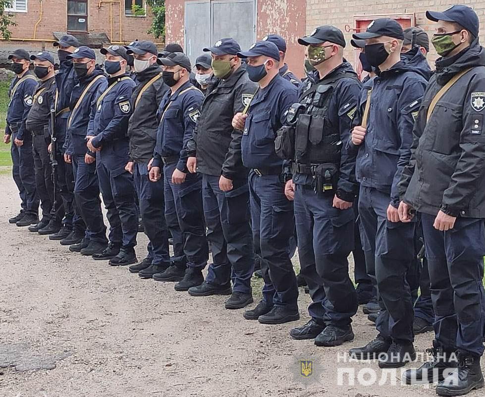 Без Купюр Зведений загін поліцейських Кіровоградщини вирушив у зону проведення ООС Війна  ротація поліція ООС 2020 рік