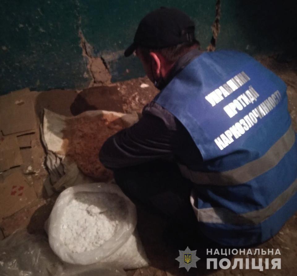 Без Купюр У Кропивницькому чоловік у власній лабораторії виготовляв амфетамін Кримінал  Національна поліція наркотики 2020 рік
