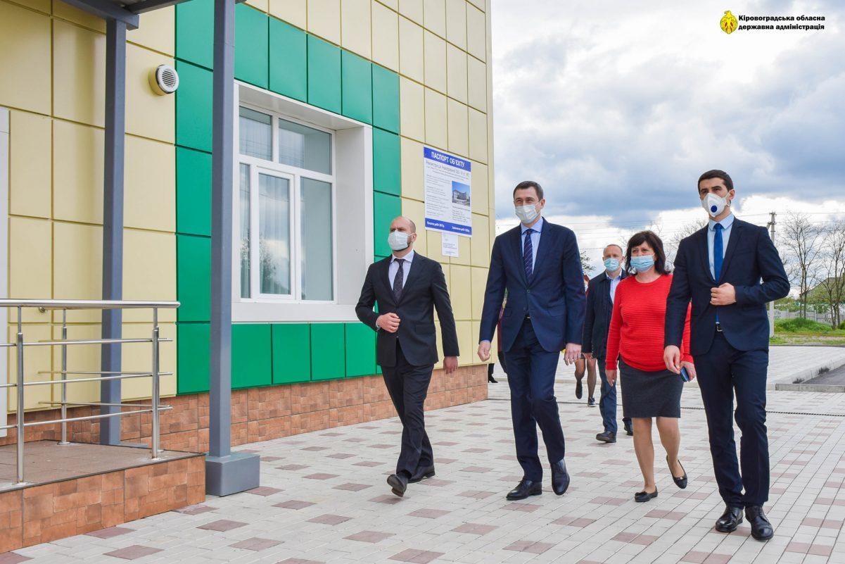 Без Купюр Міністр перевірив, як будуються профінансовані з держбюджету об'єкти на Кіровоградщині. ФОТО Події  Чернишов мінстр будівельні роботи 2020 рік