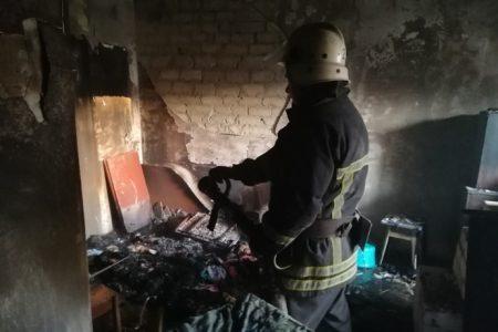 У Кропивницькому горіла квартира в п'ятиповерхівці, господаря врятували