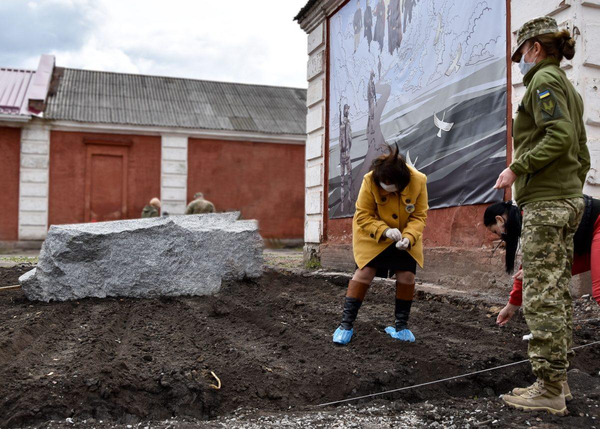 Без Купюр Поле пам'яті і храм з'являться на території 3-го полку спецпризначення в Кропивницькому Війна  храм 3 полк 2020 рік