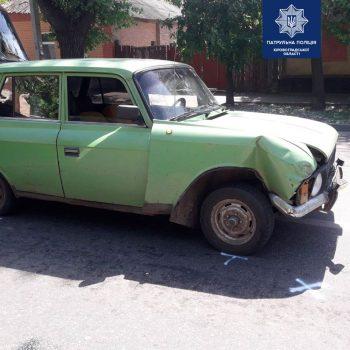 Розбивши дві автівки, 20-річний водій покинув свою і намагався втекти. ФОТО
