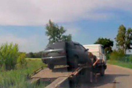 Кропивничанин напідпитку намагався втекти від патрульних до лісу, залишивши авто
