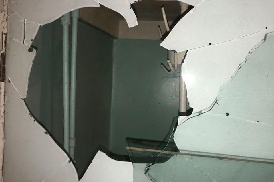 Без Купюр У Кропивницькому чоловік розбив вікно травмпункту, бо образився на лікаря Кримінал  травмпункт Патрульна поліція Кропивницький вікна 2020 рік