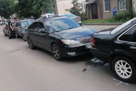 У Кропивницькому нетверезий водій скоїв ДТП за участі чотирьох автівок. ФОТО