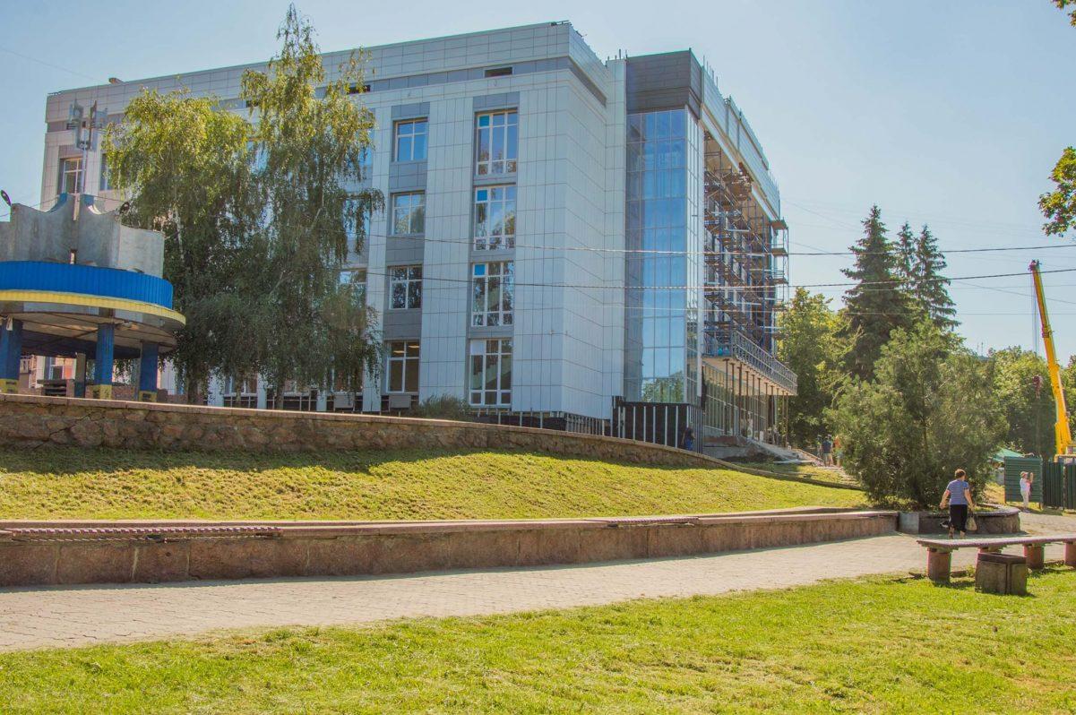 """Без Купюр """"Прозорий офіс"""" в колишній будівлі кібернетико-технічного коледжу відкриють у серпні. ФОТО Події  Прозорий офіс відкриття 2020 рік"""