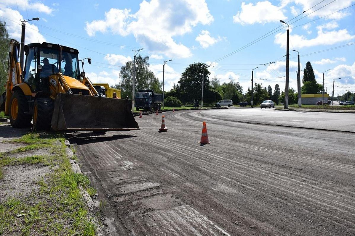 Без Купюр У Кропивницькому ремонтують дорогу за 10 мільйонів. ФОТО За кермом  ремонт доріг Кропивницька міська рада 2020 рік