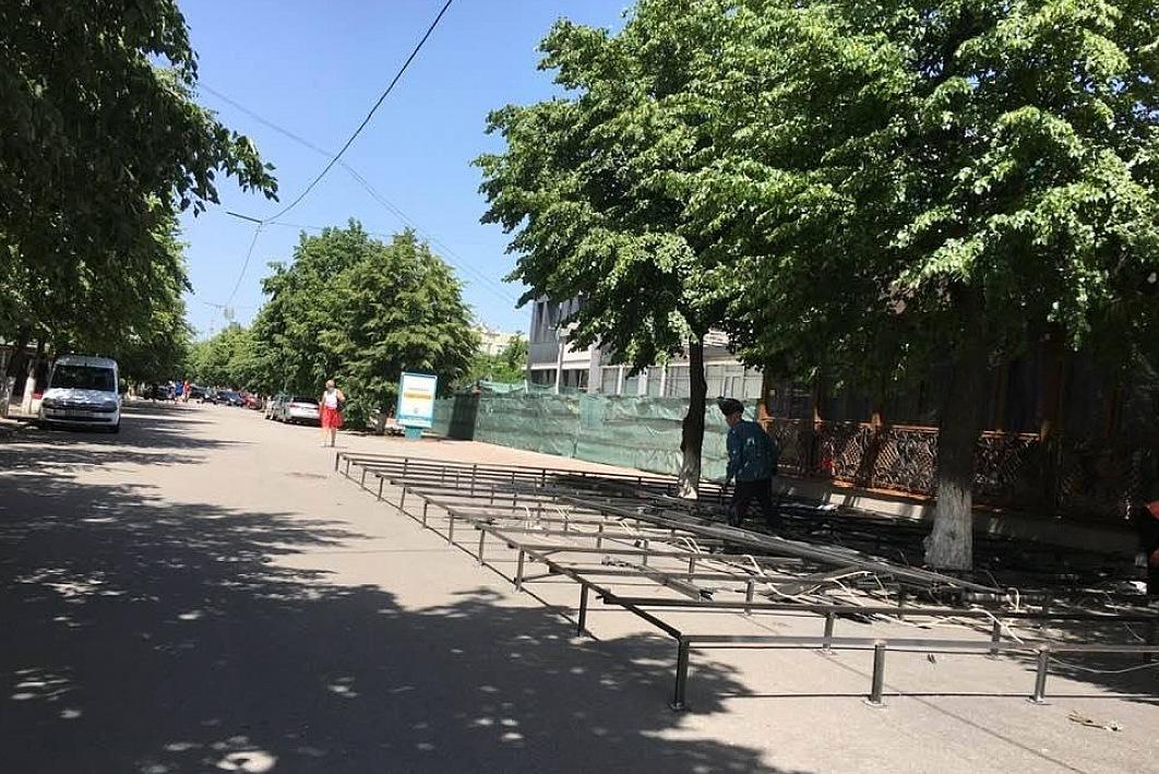 """Без Купюр У Кропивницькому """"SHO bar"""" захопив більше площі під літник, ніж дозволено Бізнес  літники Кропивницька міська рада 2020 рік"""