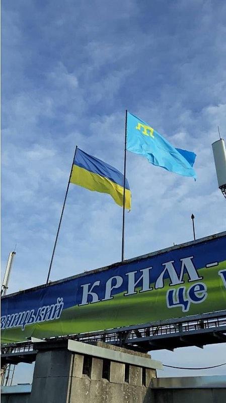 Без Купюр Над площею у Кропивницькому підняли кримськотатарський прапор Події  площа героїв майдану Кропивницька міська рада день прапора 2020 рік