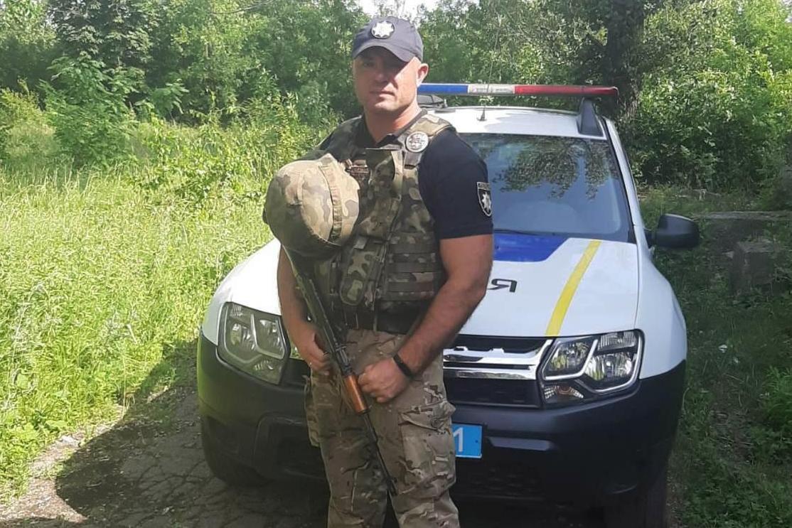 Без Купюр Дільничний із Кіровоградщини під час відрядження на Сході країни врятував жінку Події  Поліцейський жінка домедична допомога 2020 рік