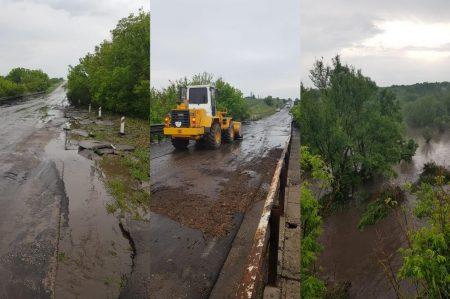 Через зливу замулило ділянку дороги Кропивницький-Платонове і знесло асфальт