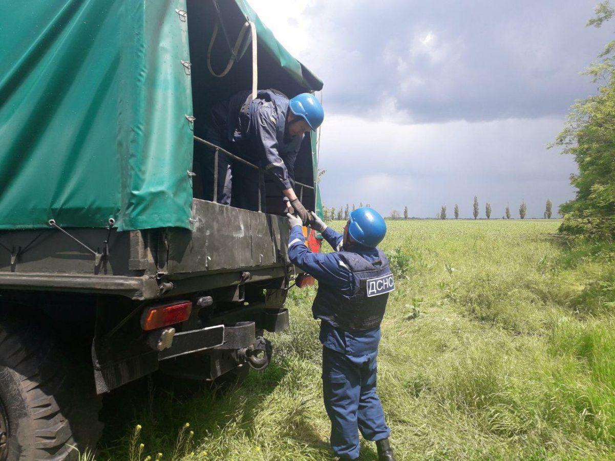 Без Купюр На Кіровоградщині рятувальники знищили старі авіабомби. ФОТО Події  сапери ДСНС вибухівка 2020 рік