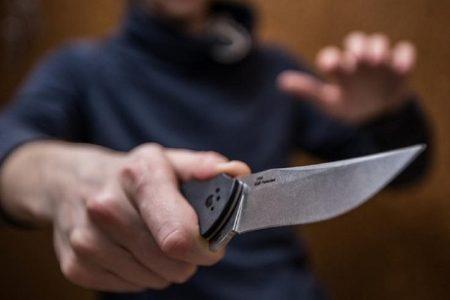 Житель Кіровоградщини накинувся з ножем  на поліцейського