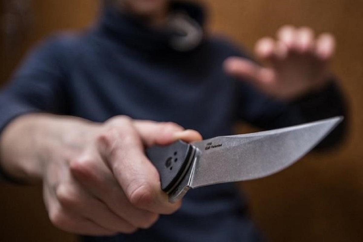 Без Купюр Житель Кіровоградщини накинувся з ножем  на поліцейського Кримінал  Поліцейський напад 2020 рік